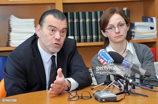 Me Frank Berton s'exprime au c��t�� de sa cliente, Annabelle Delory, la soeur de Vincent Delory l'un des deux otages fran��ais enlev��s en janvier ��...