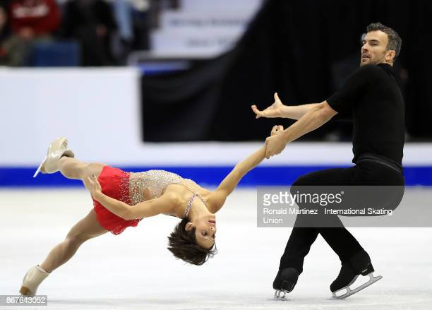 Meagan Duhamel and Eric Radford of Canada perform in pairs free skating during the ISU Grand Prix of Figure Skating at Brandt Centre on October 28...