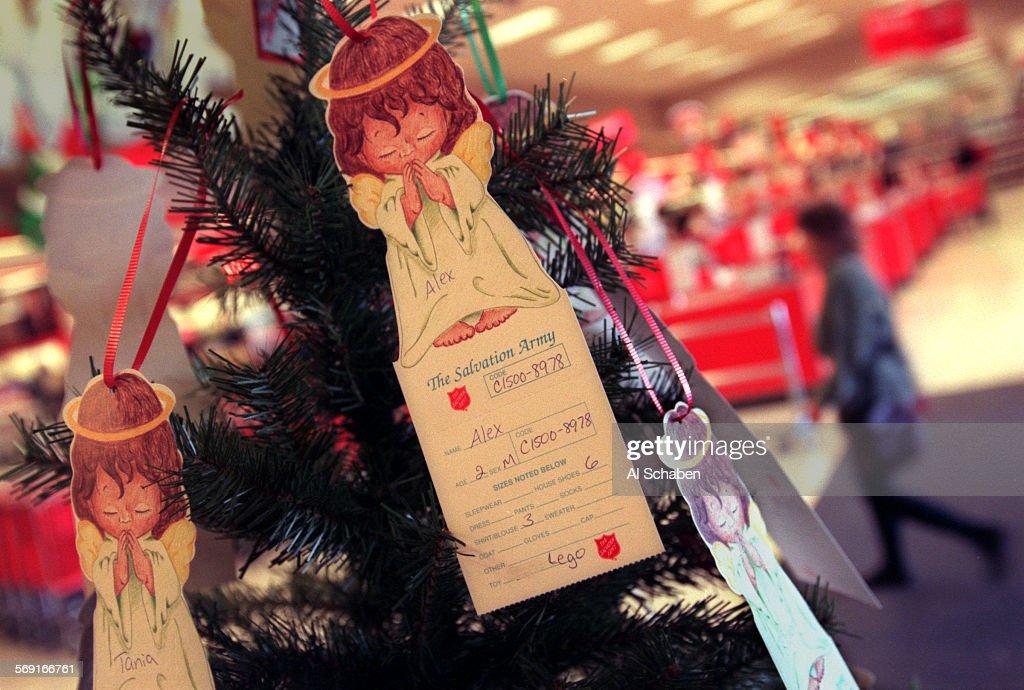 ME.angeltree.1.1126.AS––SANTA ANA––The Salvation Army Christmas Tree at Target in Santa Ana, where t : News Photo
