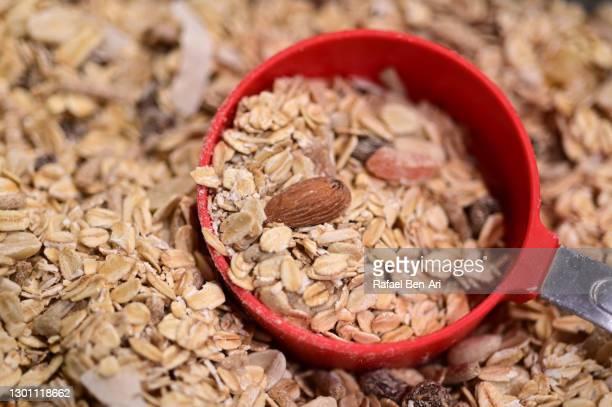 measuring cup full of cereal food - rafael ben ari - fotografias e filmes do acervo