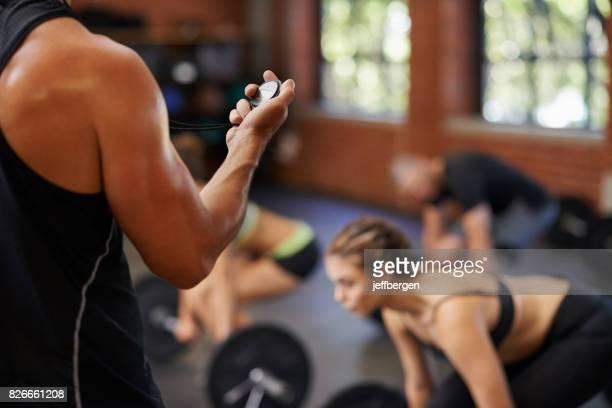 Messen Sie ihre Leistung gegen Fitness-Studio-Kollegen