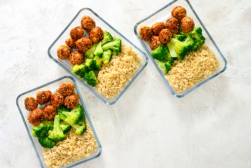 Meatballs and broccoli lunch boxes 1018329336