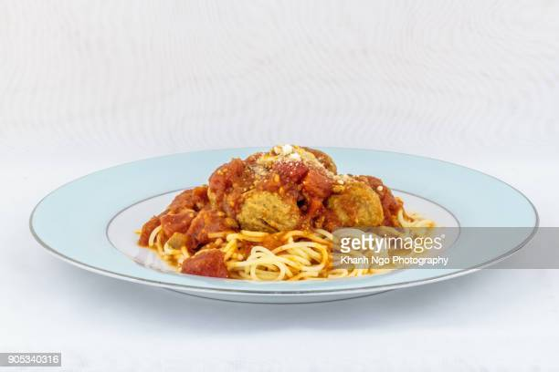 meatballs in spaghetti - khanh ngo stock pictures, royalty-free photos & images