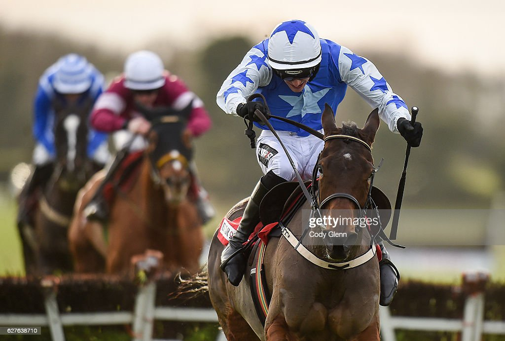 Horse Racing from Fairyhouse : News Photo