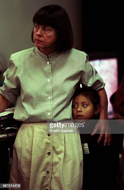 MEBiling11113RG –– Alice Callaghan director of the Las Familias children's center in downtown Los Angeles stands with Jennifer Flores as they watch a...