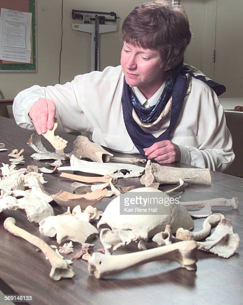 MEBonestableKH4/21/97Judy Suchey a professor of anthropology at Cal State Fullerton sorts through assorted human and non–human bones from a desert...