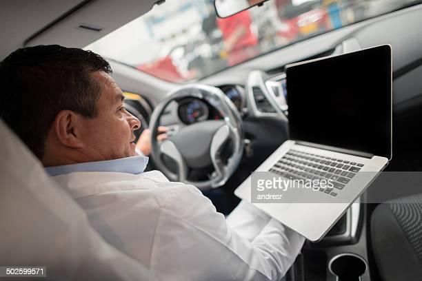 Mechaniker, die Auto-Etagen