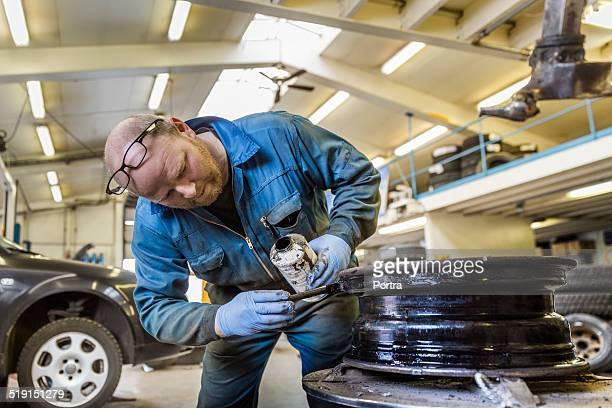 Mechanic painting alloy wheel