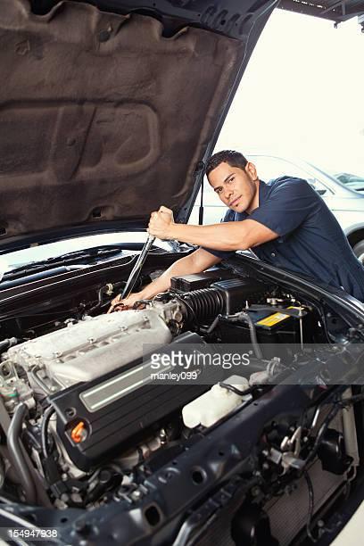Mecânico trabalhar no motor