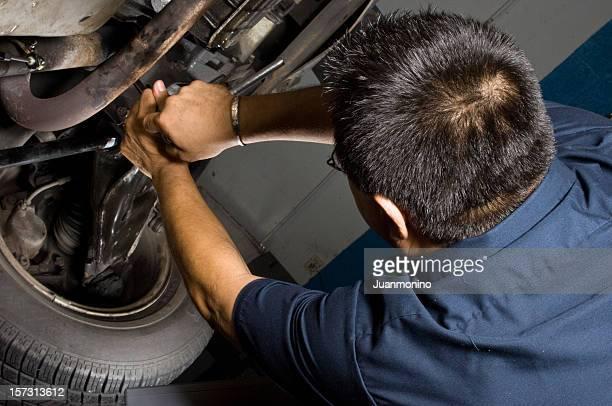 Mechanic working under de hood