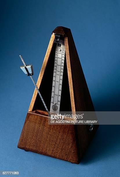 Mechanical metronome