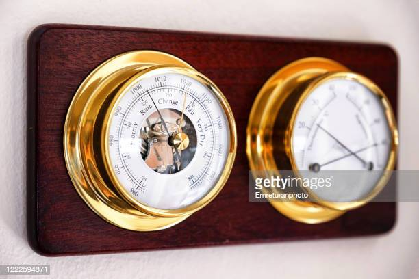 mechanical weather station on a wooden plate mounted on the wall. - emreturanphoto fotografías e imágenes de stock