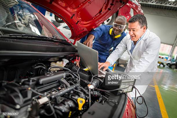 Mechaniker Auto reparieren