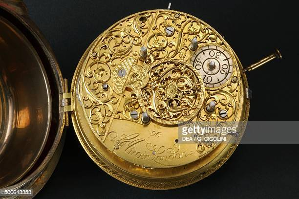 Mechanism of an embossed silver carriage clock with shagreen covered silver outercasing and velvet interior made by Joseph Spiegel and signed by...