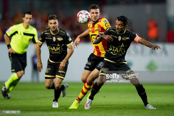 Mechelen's Jordi Vanlerberghe and Mouscron's Sami Allagui fight for the ball during a soccer match between KV Mechelen and Royal Excel Mouscron,...