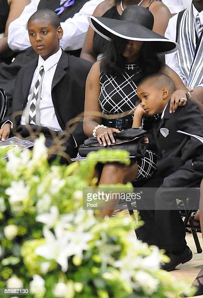 Mechelle McNair center and two of her sons react during a funeral service for former NFL quarterback Steve McNair on July 11 2009 in Hattiesburg...