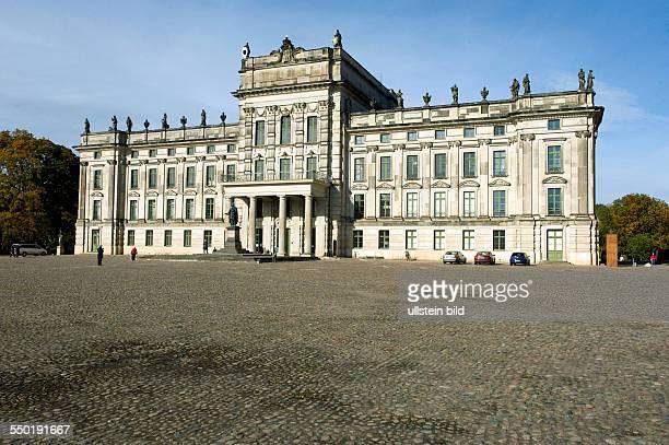 Mecklenburg Vorpommern Ludwigslust Schloss Ludwigslust wurde von Herzog Friedrich von MecklenburgSchwerin zwischen 1772 bis 1776 nach Plaenen des...
