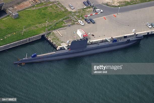 Mecklenburg-Vorpommern : Insel Ruegen, U-Boot Museum im Stadthafen von Sassnitz : britisches U-Boot der Oberon - Klasse Luftaufnahme