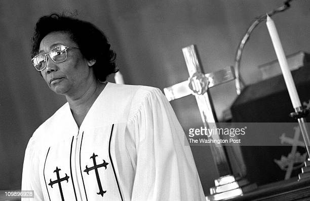 5/30/98 PHOTOGRAPHER Susan Biddle TWP Zion Baptist Church Blagden Ave NW BRIEF DESCRIPTION Rev Mary Fowler Reverend Mary Fowler became a Baptist...