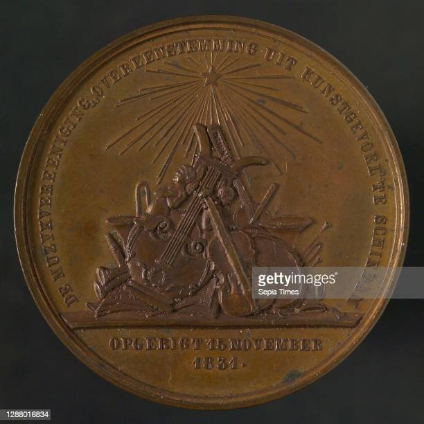 Medal on the 25th anniversary of the Dutch music association Conformity from Art in Schiedam, medallions bronze, group of musical instruments...