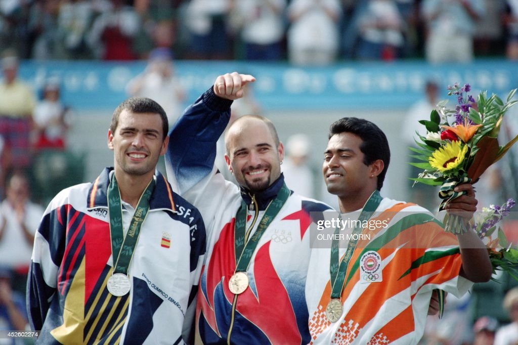 OLY-TENNIS-AGASSI-BRUGUERA-PAES : News Photo