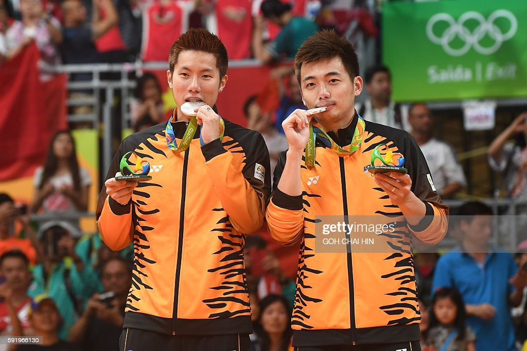 medalists Malaysia's V Shem Goh and Malaysia's Wee Kiong Tan stand with their medals on the podium following the men's doubles Gold Medal badminton match at the Riocentro stadium in Rio de Janeiro on August 19, 2016, for the Rio 2016 Olympic Games. / AFP / GOH Chai Hin