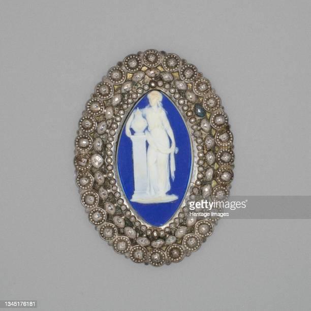 Medallion with Women and Urn, Burslem, Late 18th century. Artist Wedgwood.