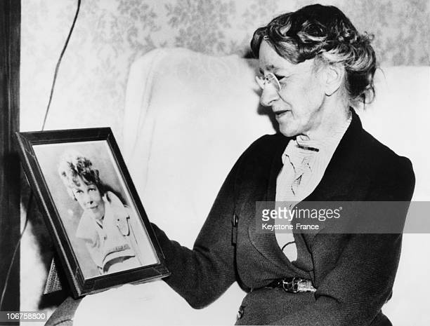 Medford Amy Earhart With Her Daughter Portrait Amelia Earhart In March 1937