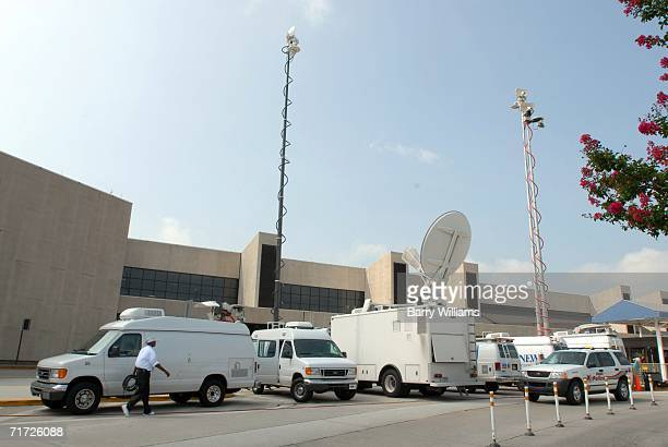 Media gather outside Atlanta HartsfieldJackson International Airport while covering Comair Flight 5191 that crashed shortly after departure from Blue...