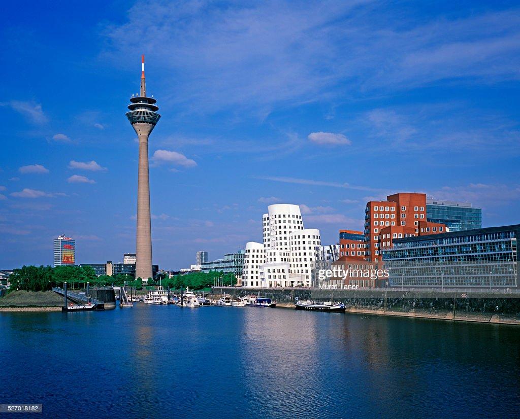 Media Harbor and Rhine Tower (Rheinturm) : ストックフォト