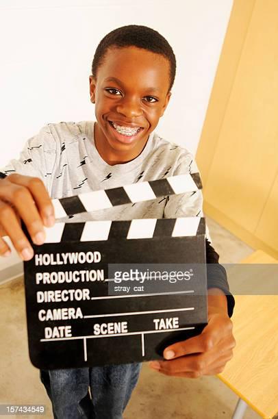 Media études: Étudiant tenant Film Bardeau de bois dans une salle de classe