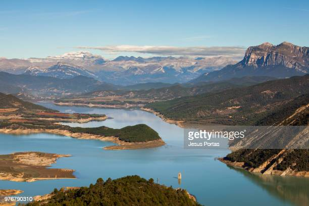mediano reservoir, mediano, huesca, aragon, spain - huesca stock pictures, royalty-free photos & images