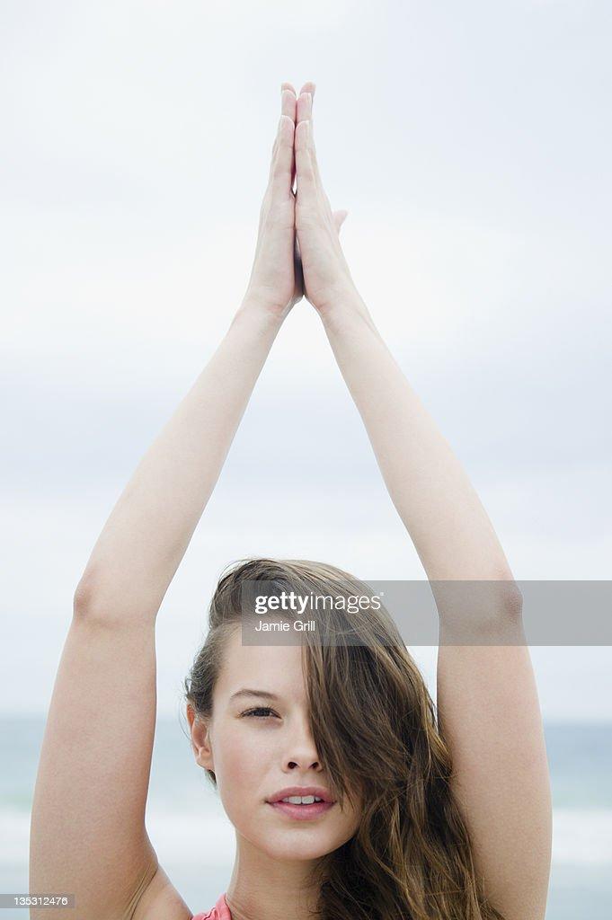 Mediative yoga pose on beach : Stock-Foto
