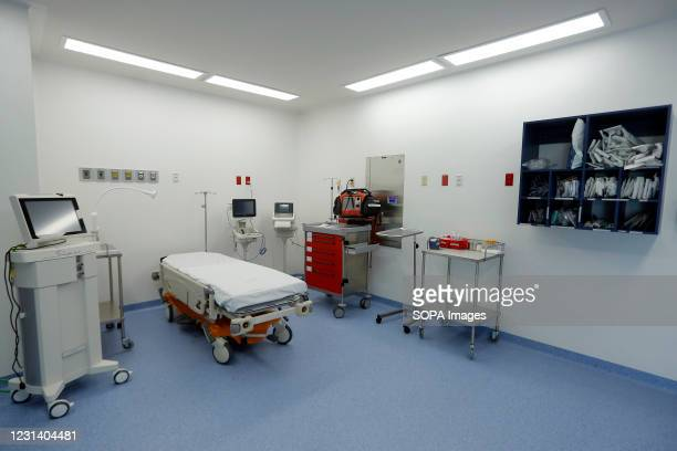 Medical care room seen inside the new General Hospital of Querétaro . The new General Hospital of Querétaro has five levels and has 120 beds, in...