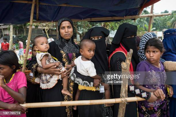 medical check-up for rohingya children at refugee camp in bangladesh - bangladesh stock pictures, royalty-free photos & images