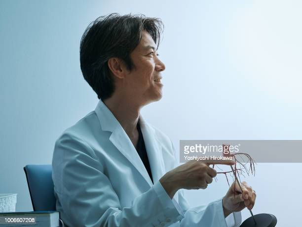 medical doctor portrait in cardiovascular clinic to telling the patient diagnosis of the heart - 白衣 ストックフォトと画像