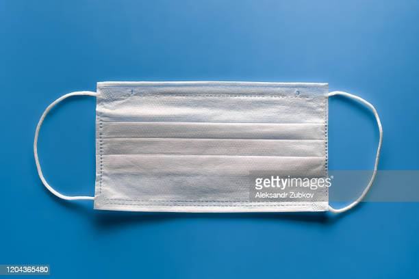 medical face mask that protects against the virus. concept of air pollution, pneumonia outbreaks, coronavirus epidemics, and the risk of biological contamination. - schutzmaske stock-fotos und bilder
