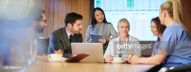 medical meeting - manager stock pictures, royalty-free photos & images