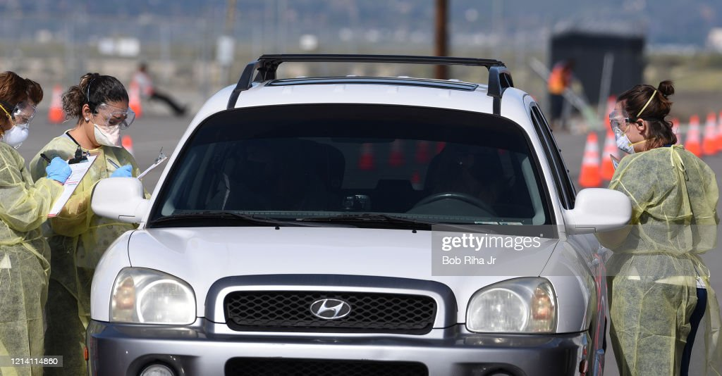 California Coronavirus Testing in Vehicles : ニュース写真