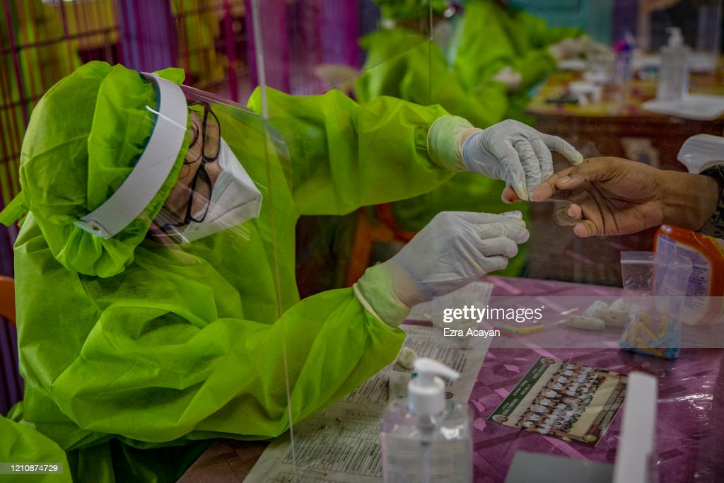 The Philippines Conduct Mass COVID-19 Tests To Contain Spread Of The Coronavirus : News Photo