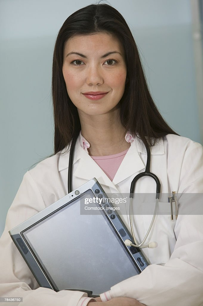 Medical professional holding tablet pc : Stockfoto