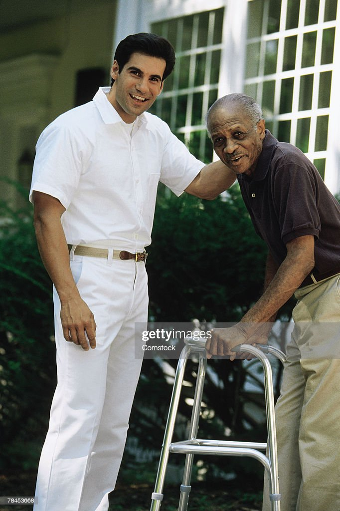 Medical professional with elderly patient : Stockfoto