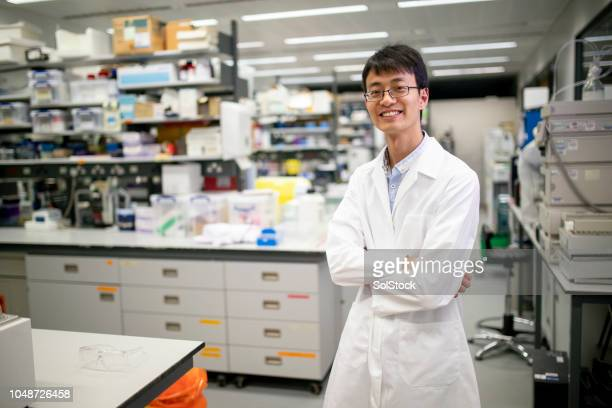 medical research scientist - scientist stock pictures, royalty-free photos & images