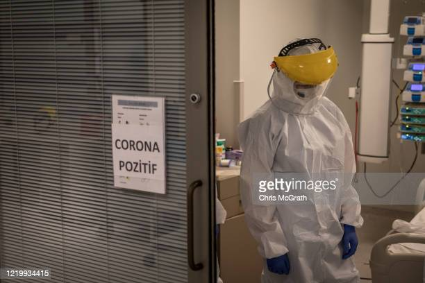 Medical staff attend a patient infected with the COVID19 virus in the COVID19 dedicated ICU at the Acibadem Altunizade Hospital on April 16 2020 in...