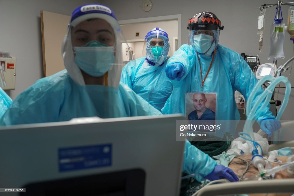 United Memorial Medical Center In Houston Staff Treats COVID-19 Patients : ニュース写真