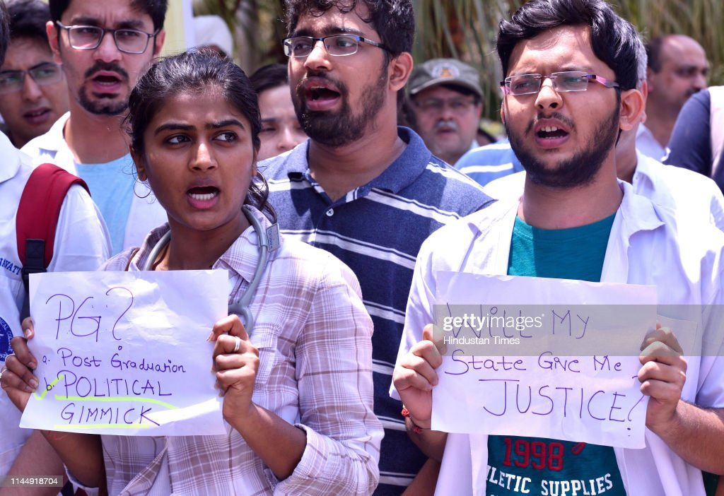IND: Medical Students Protest Against The Reservation At Carter Road