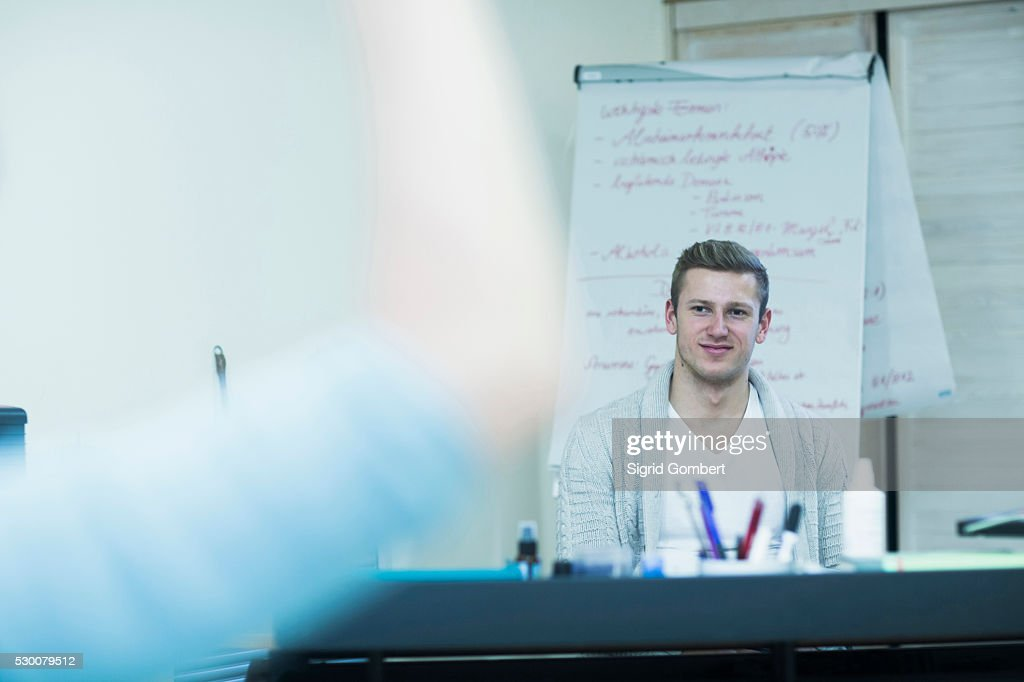 Medical teacher sitting in his office and student in foreground, Freiburg Im Breisgau, Baden-W��rttemberg, Germany : ストックフォト