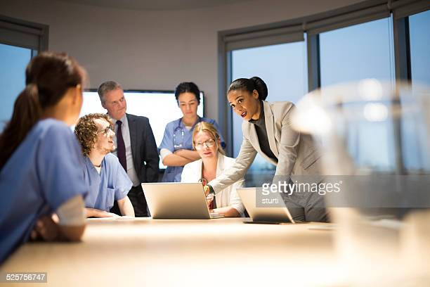 Medizinische Teams brainstorming