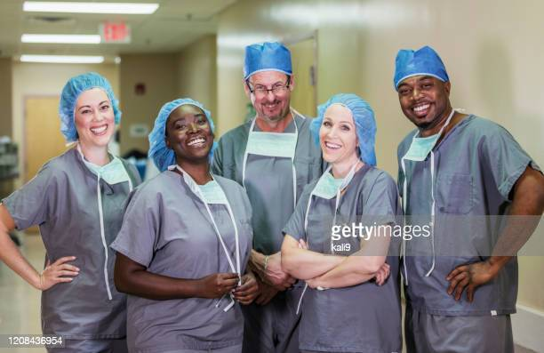 medical team in hospital - headwear stock pictures, royalty-free photos & images