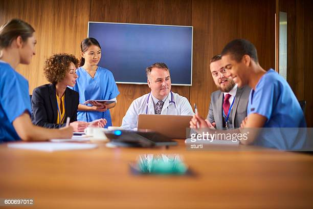 medical team meeting - nhs staff stock pictures, royalty-free photos & images